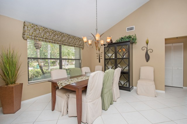 3036 ROUND TABLE LANE